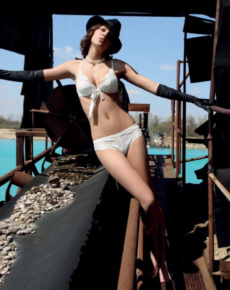 moda triumph,model katarina h. midiken,jezero cice 01.04.08. photo boris stajduhar